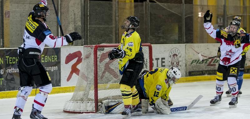Marco Herzl jubelt nach seinem enstcheidenden Power-Play Treffer zum Sieg gegen Peggau